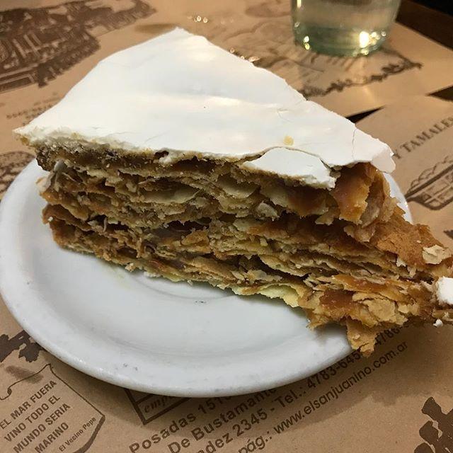 Torta Rogel. Essa sobremesa vale uma passagem pra Buenos Aires. #buenosaires #foodlover #foodporn #followme #noregrets #mandolina #mandolinaviaja