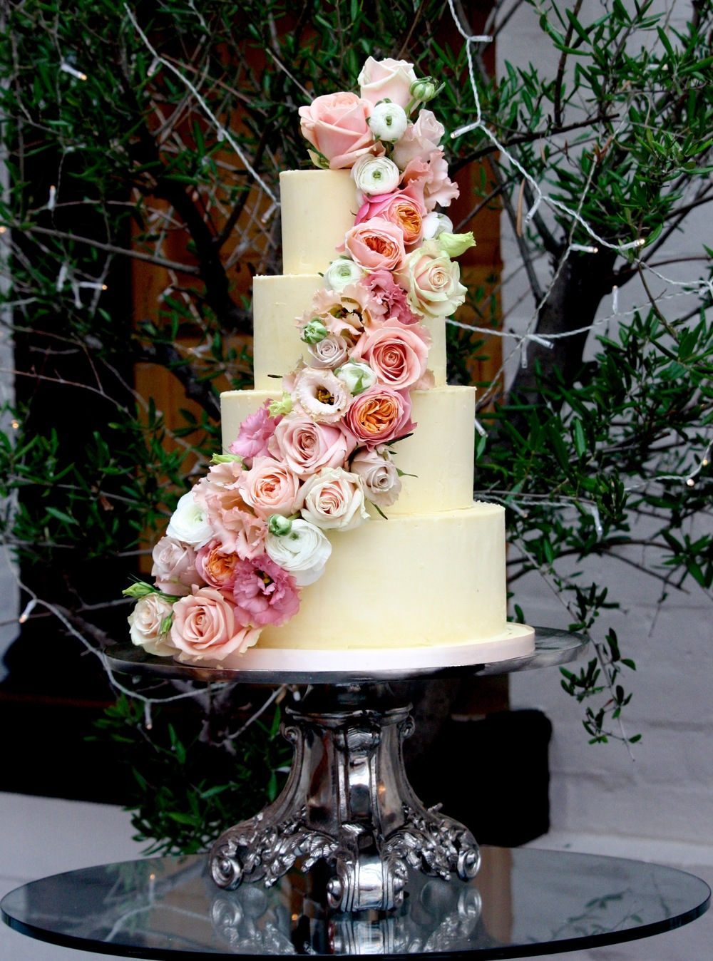Fresh flower buttercream cake