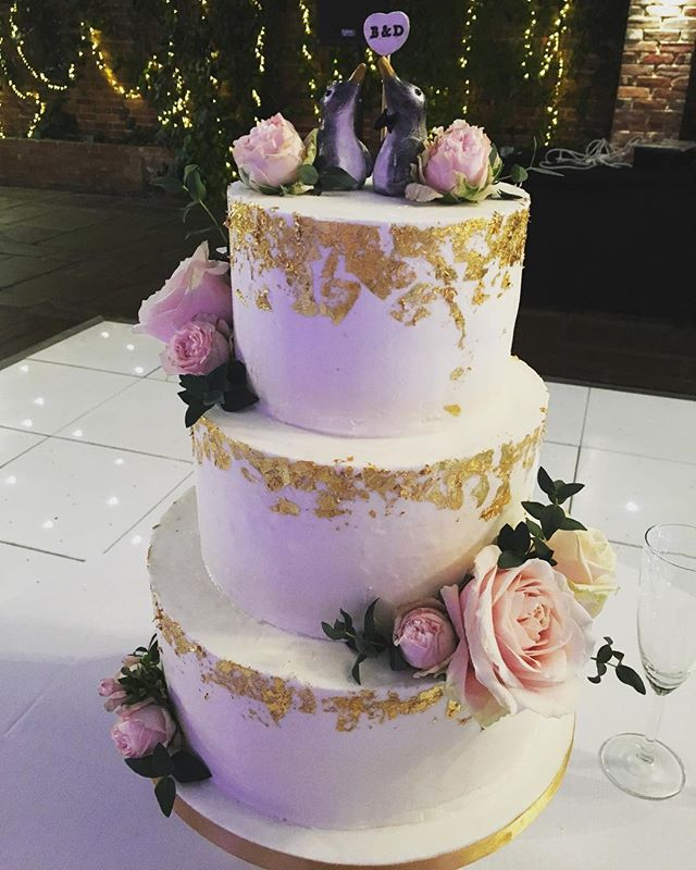 Congrats to B&D who married @northbrook_park today. Tiers of red velvet, caramel and egg free vanilla covered in buttercream with edible gold leaf.