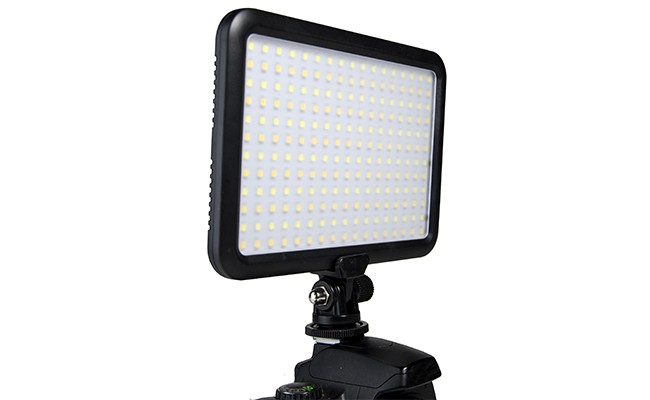 2-ledvideolight-b479904ffd.jpg