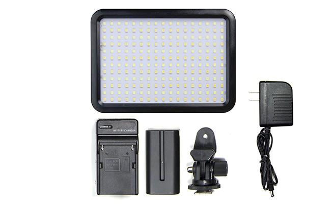4-ledvideolight-971eb66718.jpg