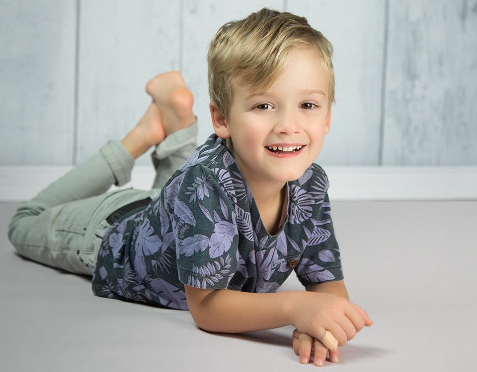 For Portraits of Children and Pets - Pair your choice of backdrop with X-Drop Baseboards to create a perfected portrait setting for your next newborn photography session. Add a wood-printed vinyl backdrops as flooring for even more ideal settings.