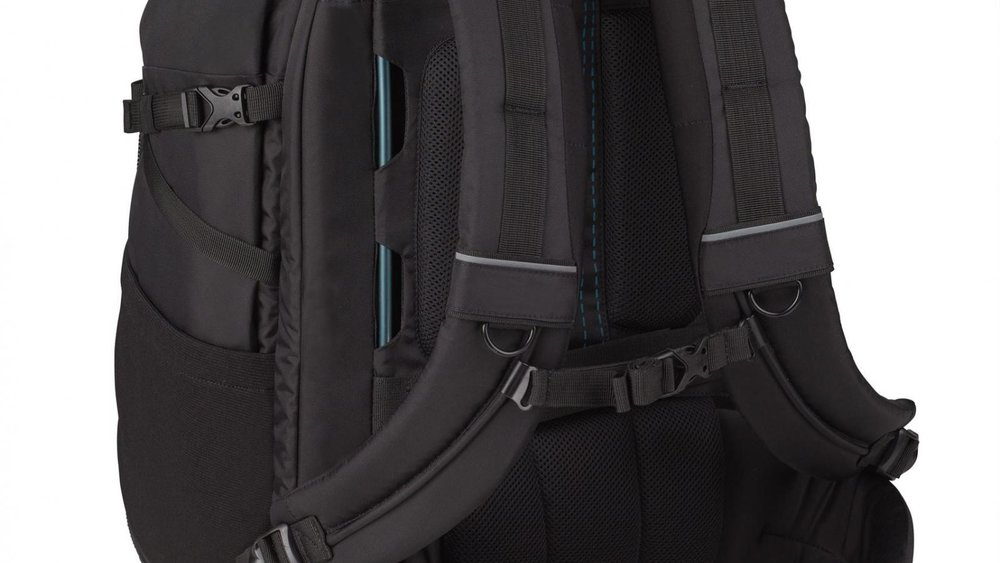 TENBA'S EXCLUSIVE PIVOT-FIT - Harness Straps automatically adjust to different shoulder shapes for a custom fit.