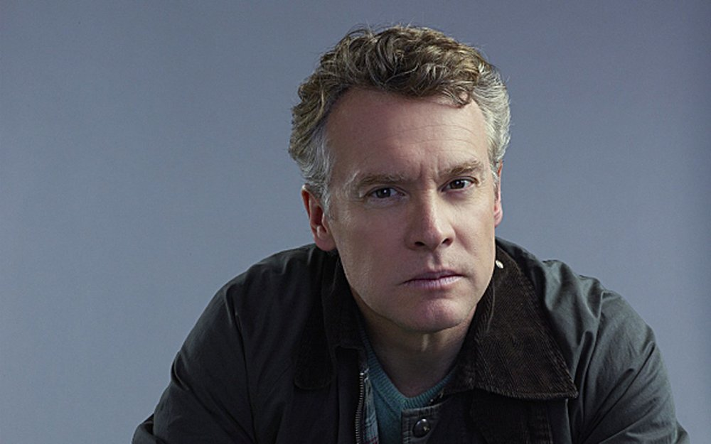 Tate Donovan - Tate Donovan, star of BLOOD FEST, was born to a large family in Tenafly, New Jersey, the son of Eileen Frances (McAllister) and John Timothy Donovan, a surgeon. He is of Irish descent. Donovan moved to Los Angeles to be closer to the television industry while he attended college at USC, where he also met several fellow actors who became longtime friends, such as Grant Heslov and George Clooney, with whom he still parties with to this day (he also had a fairly substantial part in their smash film, Good Night, and Good Luck. (2005). Although not quite as active as his friend Clooney in the romantic arena, confirmed bachelor Donovan has been engaged to both film star Sandra Bullock and television icon Jennifer Aniston, and has dated a diverse group of women such as socialite Plum Sikes (2000), stage actress Whitney Allen (2001) and television actress Lauren Graham, whom he met when they both appeared in the play