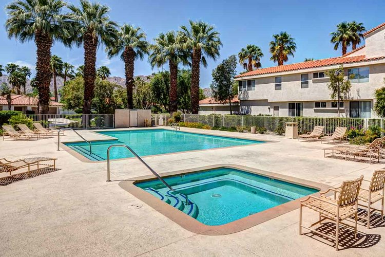 55572 Southern Hills / PGA West Golf Condo