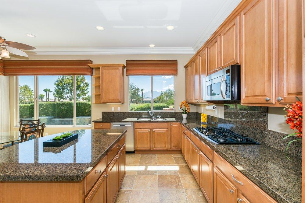 005_Kitchen .jpg