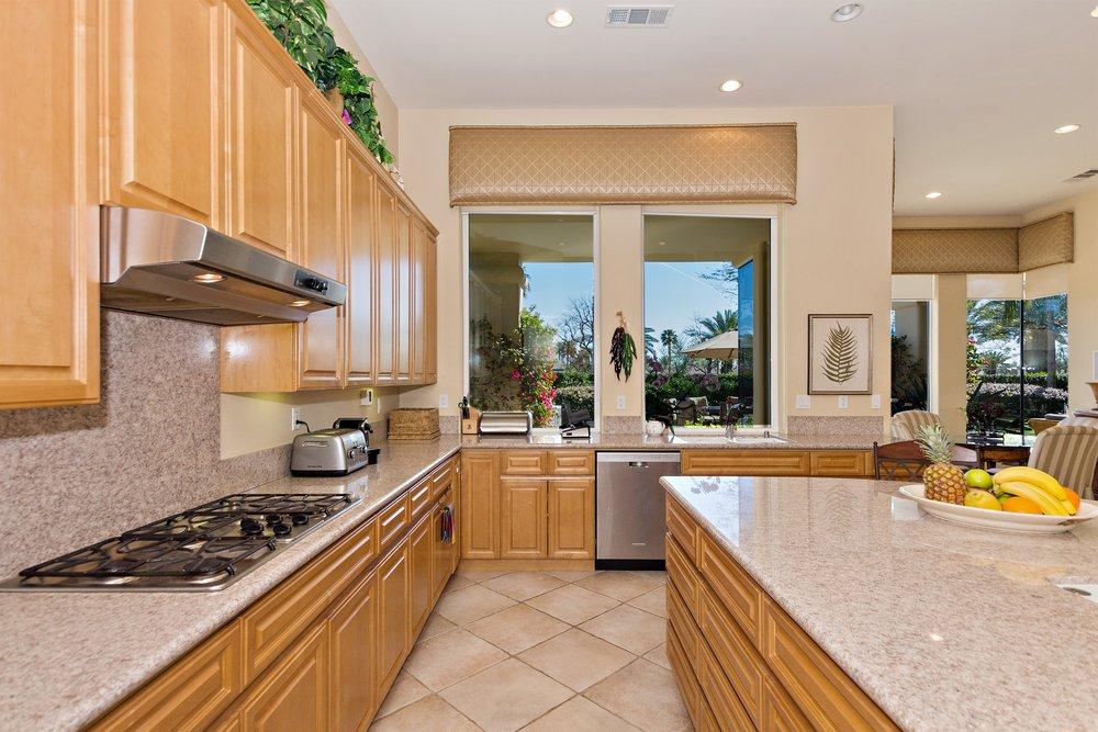 025_Kitchen .jpg