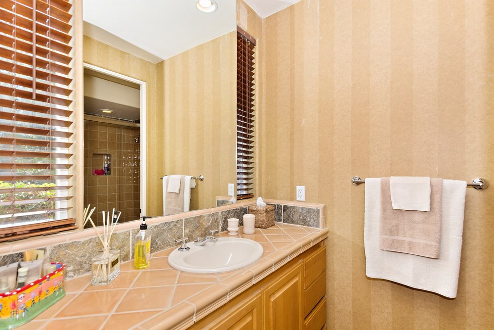 034_Bathroom .jpg