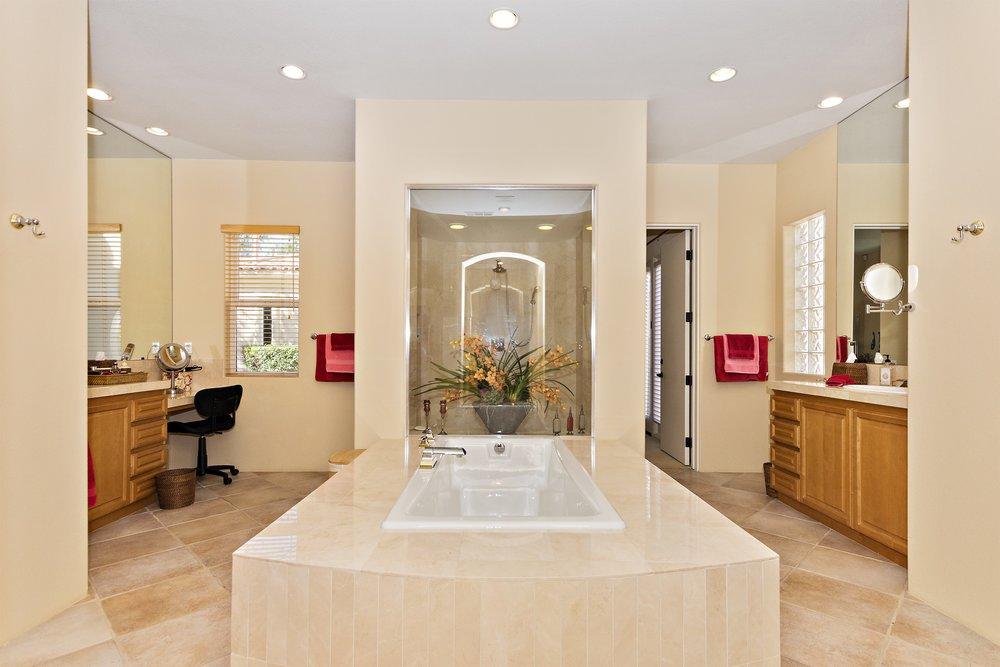 043_Master Bathroom .jpg