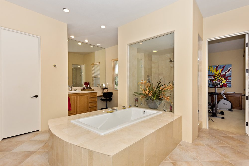 044_Master Bathroom .jpg