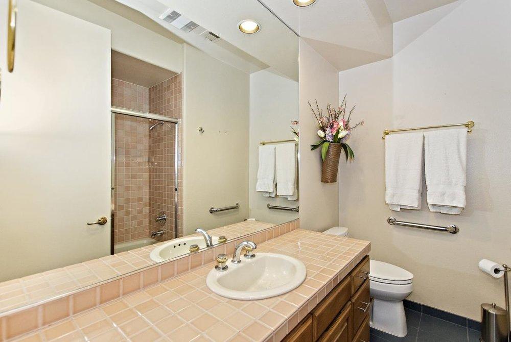 19-Bathroom(2).jpg