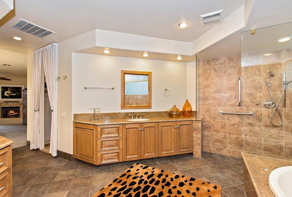 25-Master_Bathroom(1).jpg
