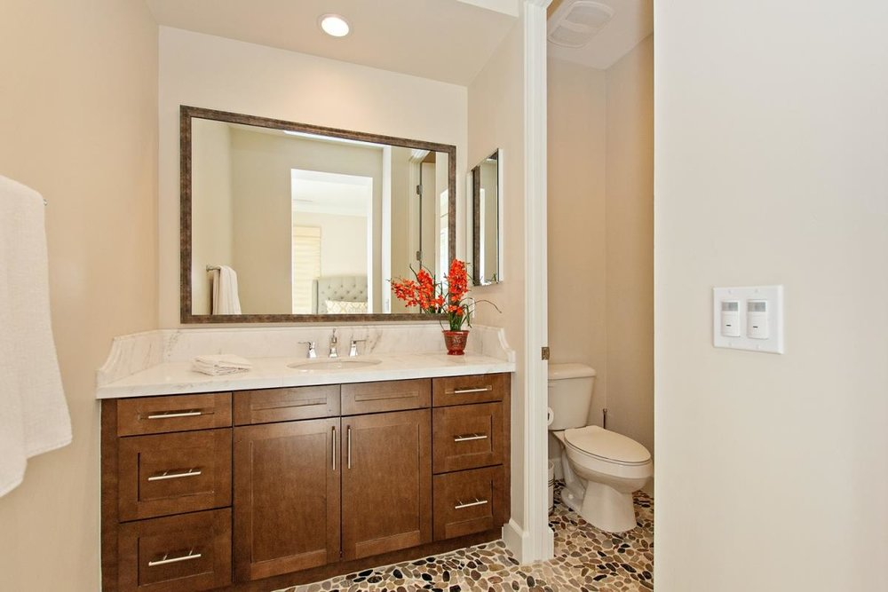 13-Bathroom(1).jpg