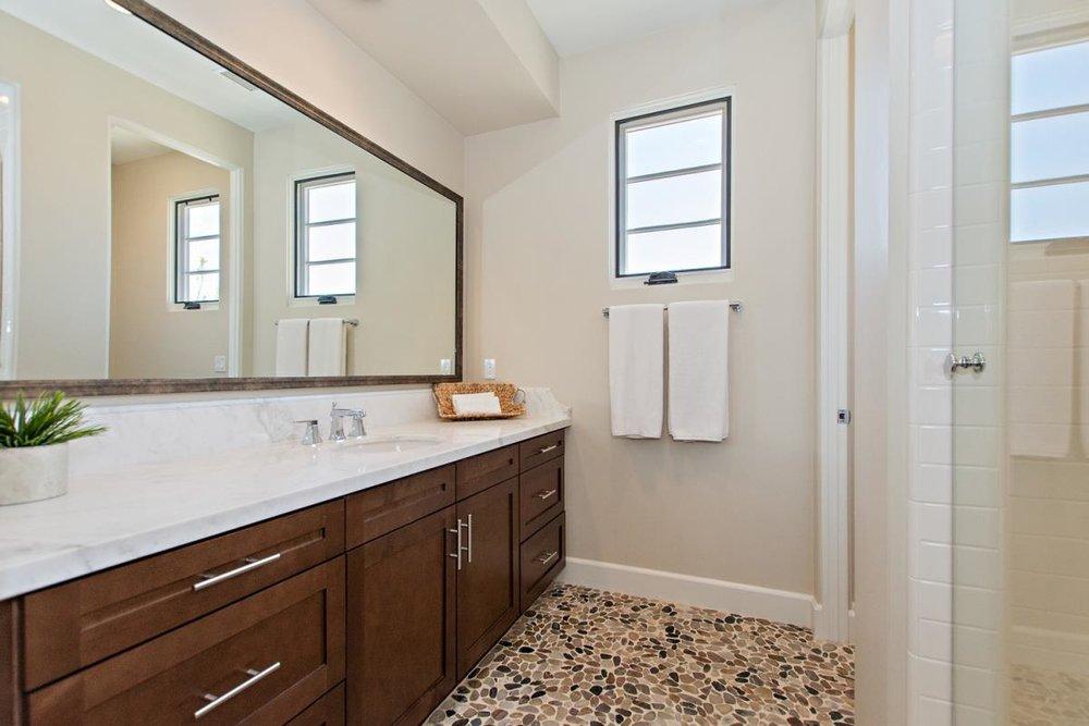 16-Bathroom(2).jpg