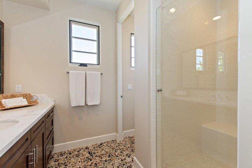 17-Bathroom(3).jpg