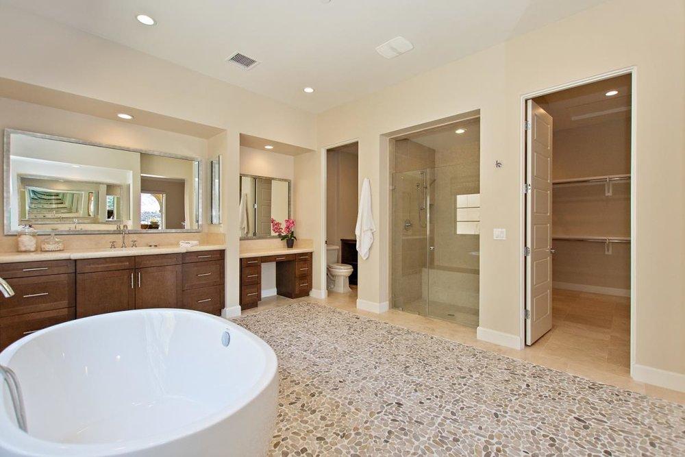 23-Master_Bathroom.jpg
