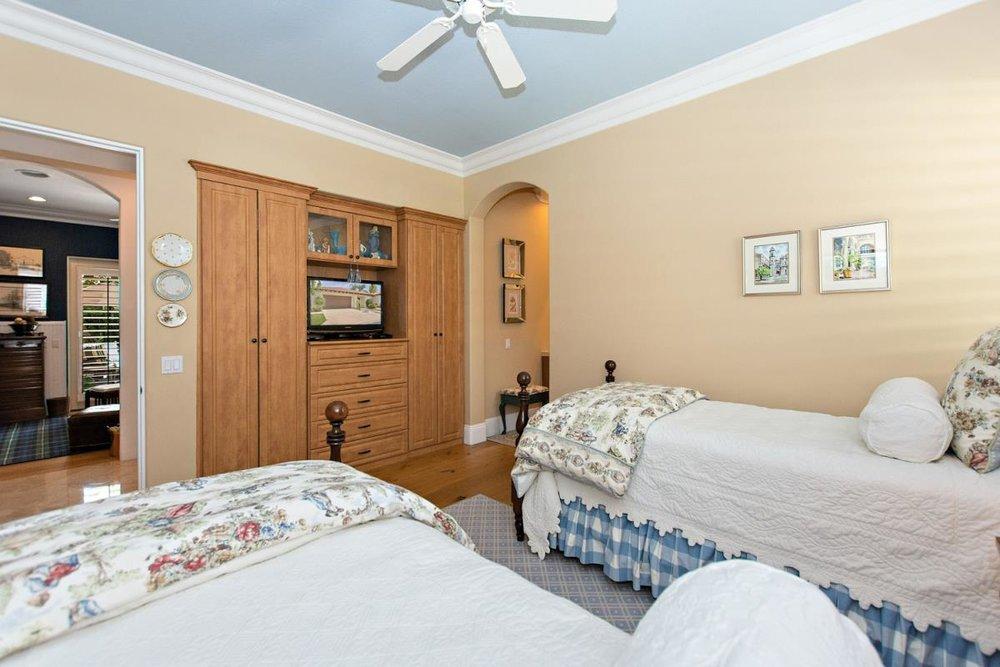17-Bedroom_1.jpg