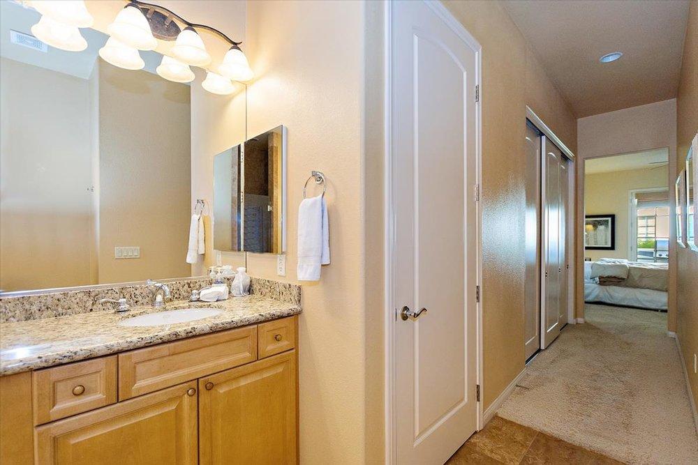 14-Master_Bathroom(2).jpg