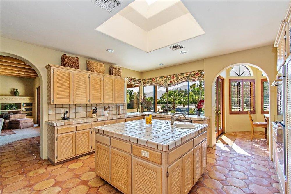 13-Kitchen(1).jpg