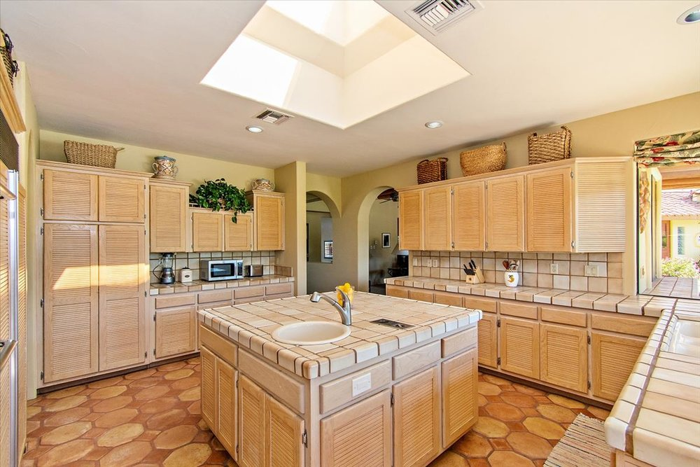 15-Kitchen(3).jpg