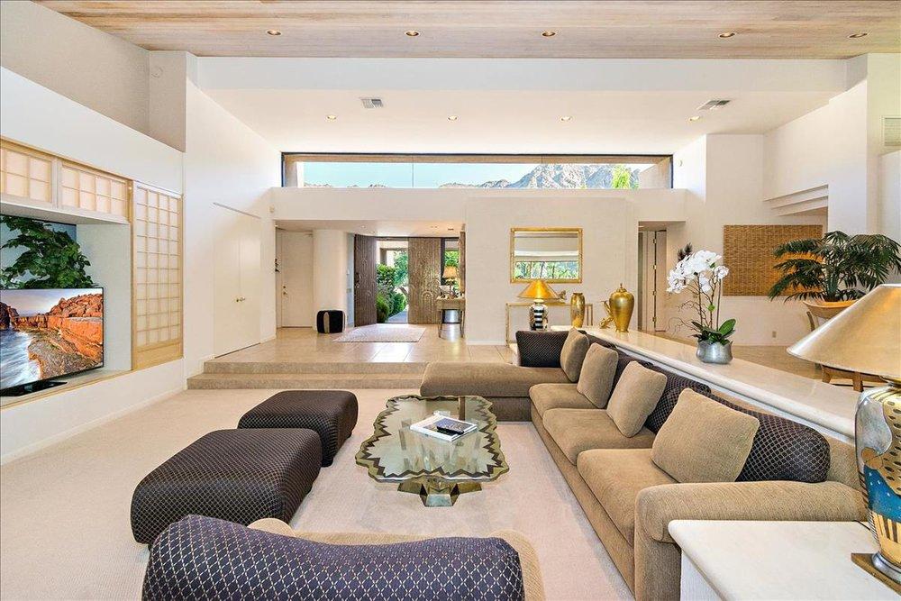 09-Living_Room(3).jpg
