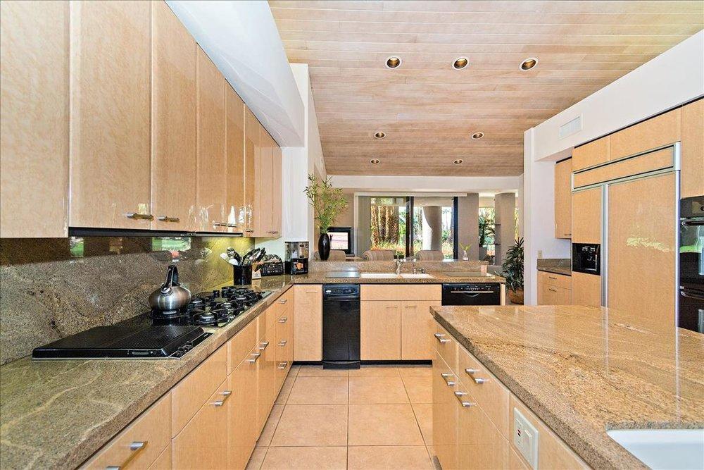 17-Kitchen(1).jpg