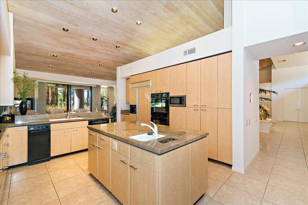 18-Kitchen(2).jpg