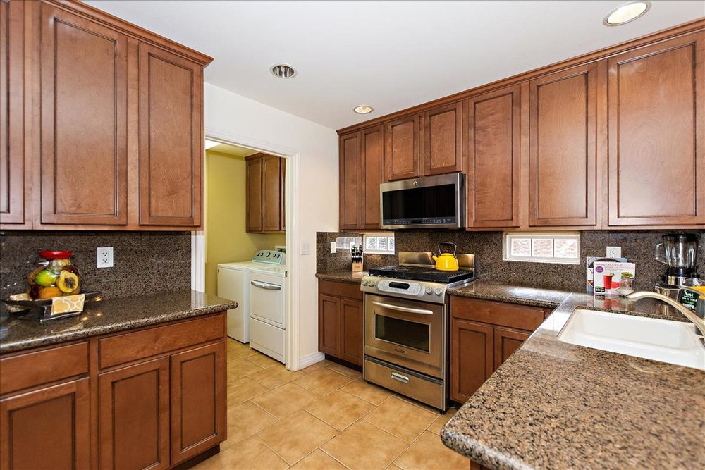 08-Kitchen(1).jpg