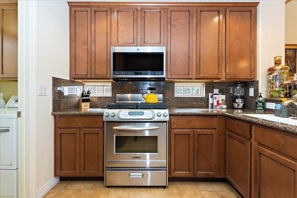 09-Kitchen(2).jpg