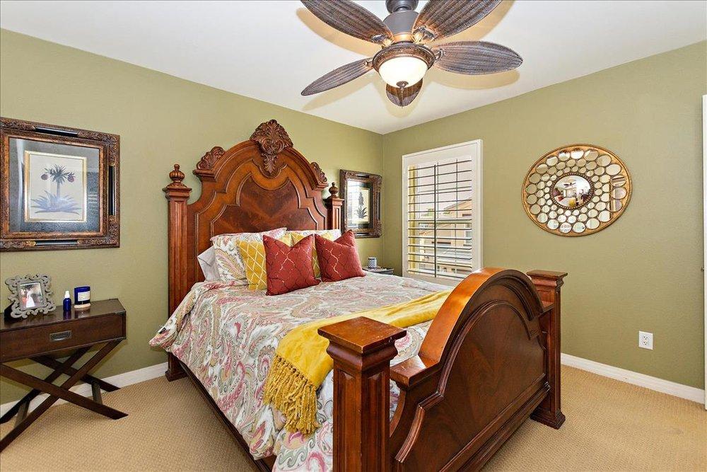 17-Master_Bedroom.jpg
