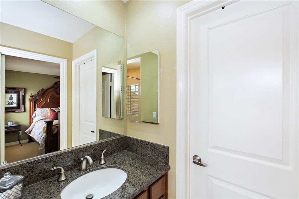 22-Master_Bathroom(2).jpg