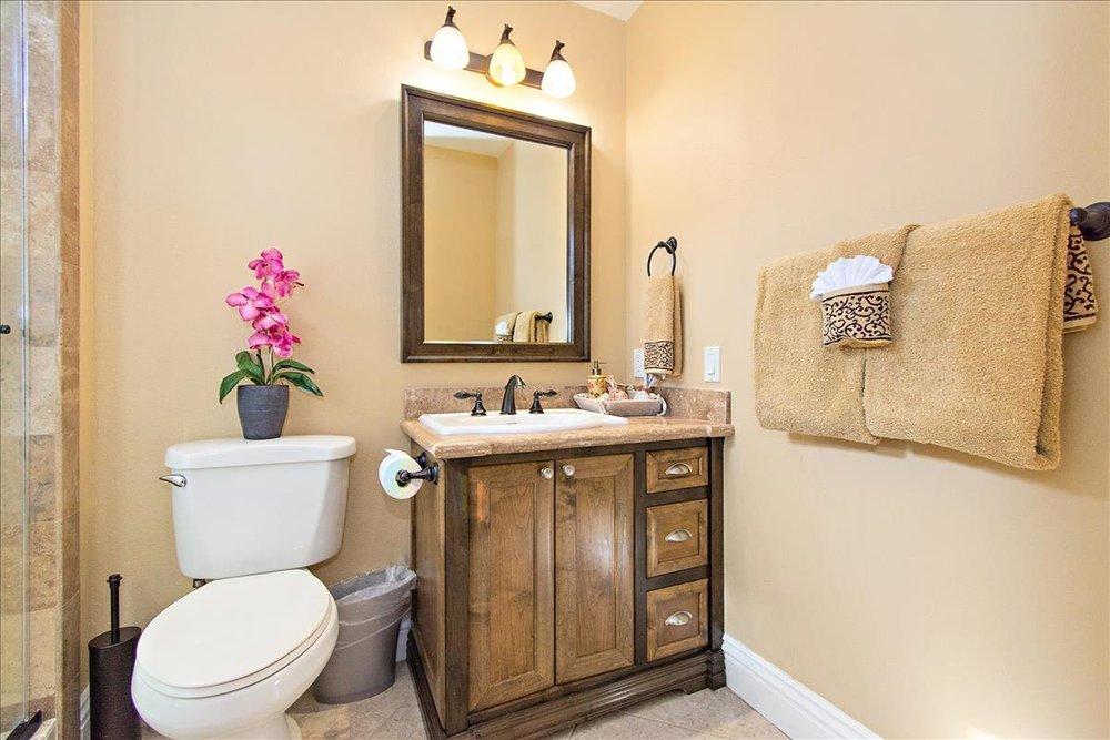 16-Bathroom(1).jpg