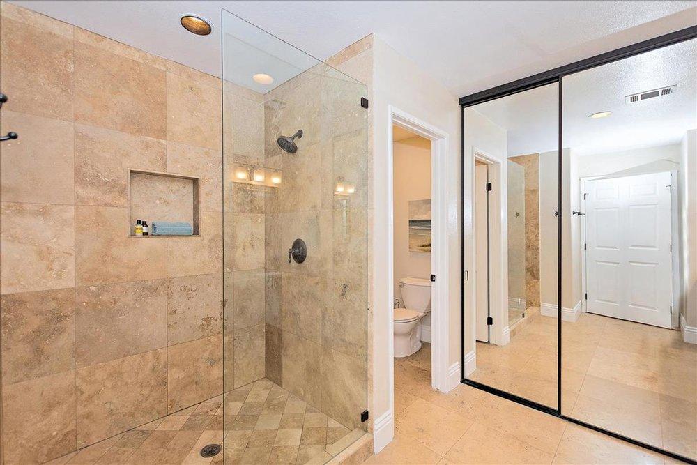 13-Master_Bathroom.jpg