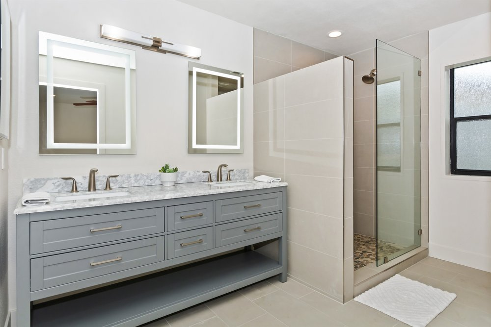 009_Master Bathroom.jpg
