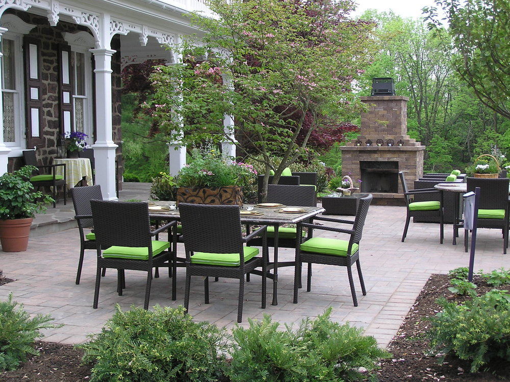 Patio Design - Patio Pavers can add a brand new aesthetic to your outdoor property. Unwind and relax in your new outdoor kitchen and hangout area with the perfect patio.