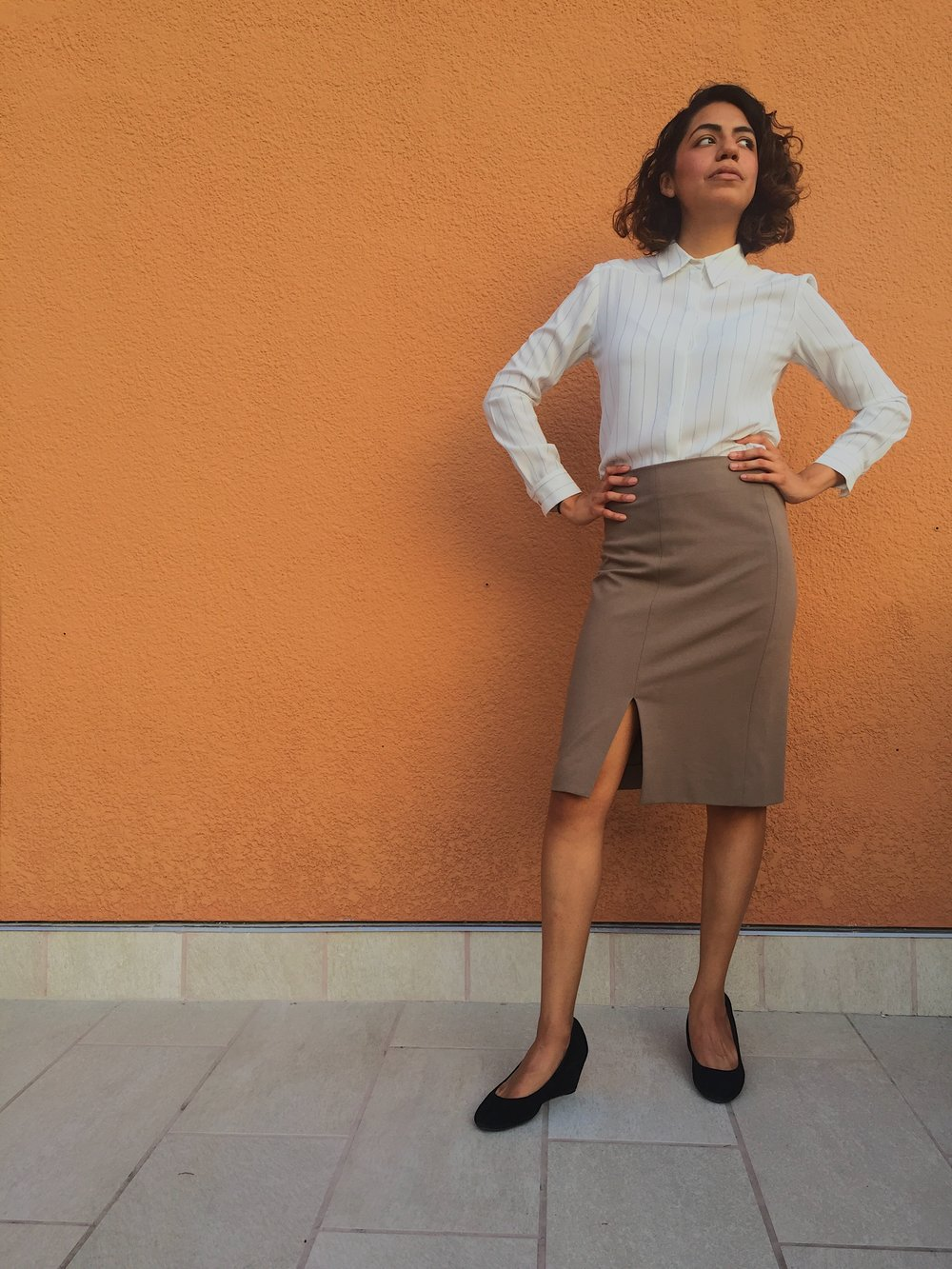 Shirt: MM.LaFleur's   Lagrade 2.0    | Skirt: MM.LaFleur's   Greenpoint