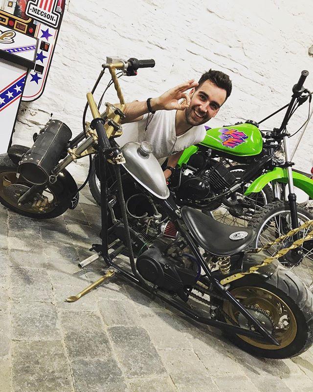 Rad little mini jockey shift ride at JemSpeedShop today! - #jemspeedshop #motorbikes #motorcycles #bikers #jockeyshift #ridemoreworkless #ratbike #danrides