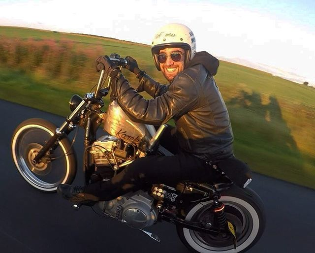Ripping the throttle into the weekend! - What's happening people? - Thanks to my boy @tomtd for the shot! - #harleydavidson #harleydavidsonmotorcycles #harleydavidsondaily #sportster #sportster48 #sportster883 #sportster1200 #sportstergram #bikers #ukbikers #custombobber #harleylife #harleychop #harleyrider #stage1tuning #choplife