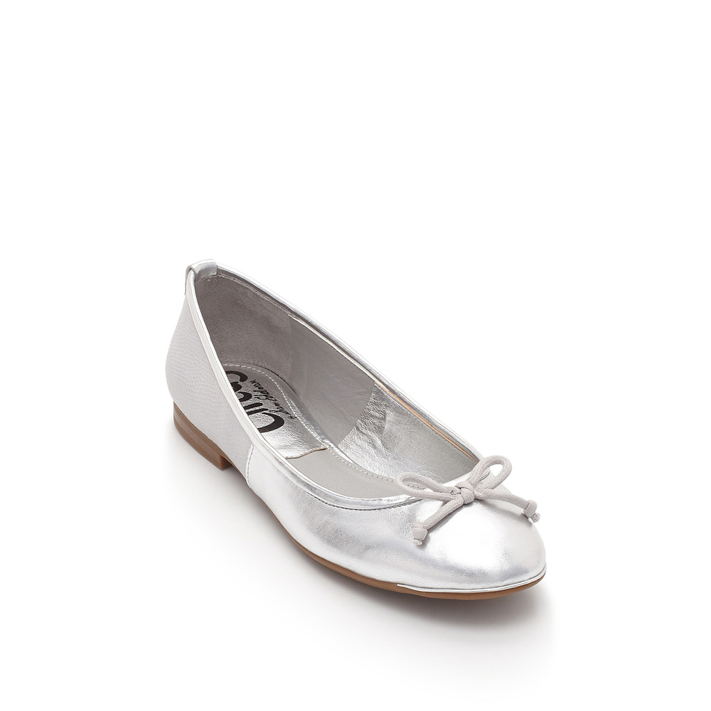 Sam Edelman silver flat product photography