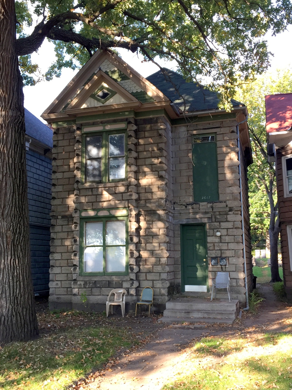 A  single family home  built by the Union Stone and Building Company, currently recognized as local historic landmarks by the City of Minneapolis. Learn more at the  Minneapolis Heritage Preservation Commission 's website.