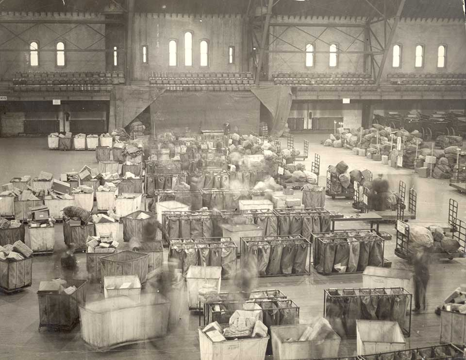 Overflow of holiday packages in Brooklyn, New York, the local armory, 1924. Source:Smithsonian National Postal Museum