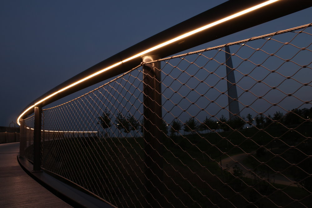 iLight-2-St-Louis-Gateway-Arch-Park-Riverfront-LED-handrail-lighting-10.jpg