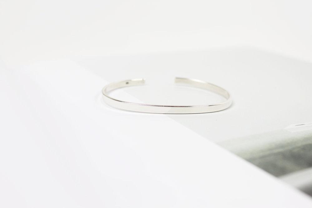 The_Silver_Bracelet_Britta_Reineke_1.jpg