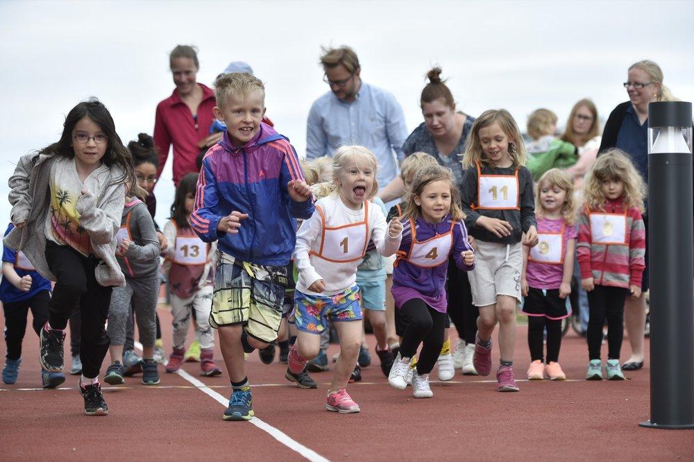 Kids Top Floor Run, så många barn på taket, så roligt. 🏃♀️🏃🏼 Foto: Mikael Sjöberg
