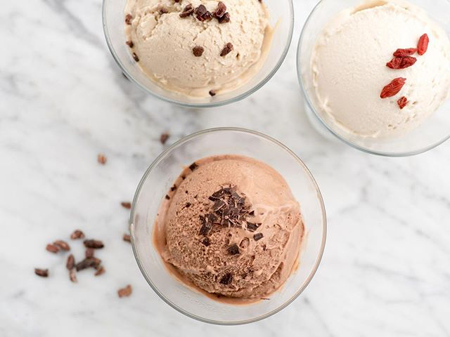 This weather is practically begging you to have ice cream, dontcha think? 🍨We promise our housemade raw vegan version will not only #sparkjoy but also tickle your tastebuds with its deliciousness! Choose from Chocolate Cacao, Madagascar Vanilla, @vervecoffee Coffee, Mint, Strawberry, or all of the above. Add toppings or turn it into an affogato with our fav Verve espresso. We promise it's good for you! 🙃🌱
