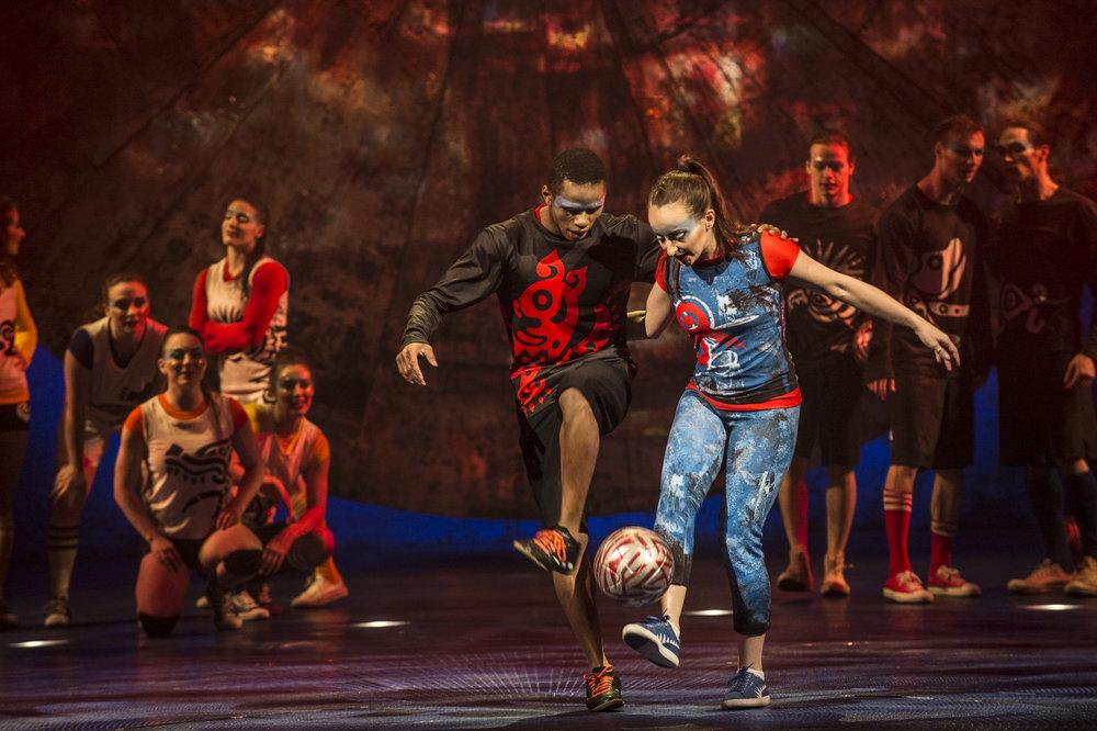 Abou Traore Y LAURA BIONDO en luzia - Foto Propiedad de cirque du soleil