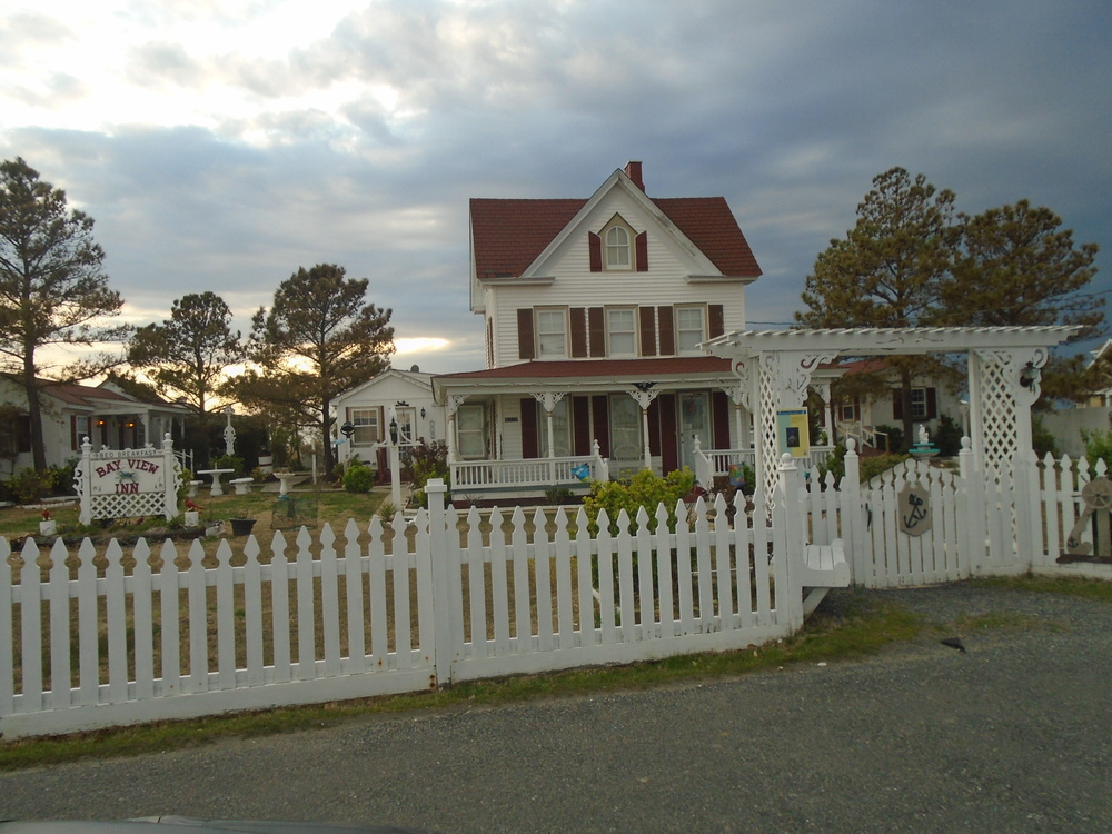 BAY VIEW INN BED AND BREAKFAST IS OWNED BY JIM AND MAUREEN GOTT. A FULL HOT BREAKFAST IS INCLUDED WITH YOUR STAY. FOR MORE INFORMATION AND RESERVATIONS, PLEASE CALL (757) 891-2396.