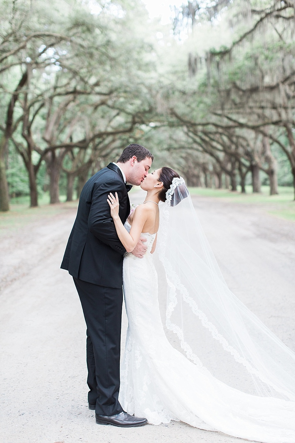AptBPhotography_Savannah_Wedding_Photographer_Forsyth_Park_Vics_on_the_River020.JPG