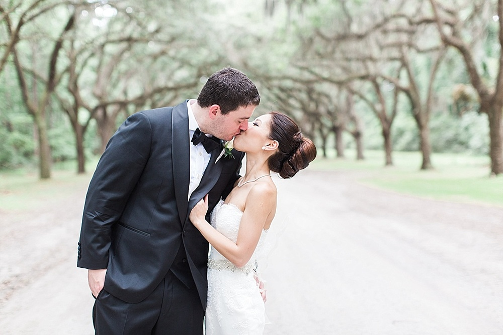 AptBPhotography_Savannah_Wedding_Photographer_Forsyth_Park_Vics_on_the_River026.JPG