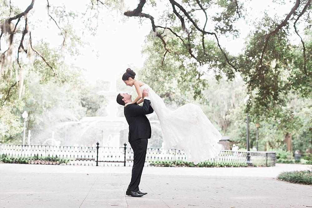AptBPhotography_Savannah_Wedding_Photographer_Forsyth_Park_Vics_on_the_River043.JPG